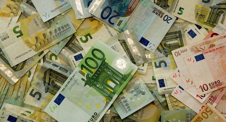 Corona a processo: soldi in nero da serate e campagne