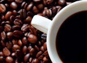 Energy drink effetti negativi: dipendenza, iperattività, agitazione
