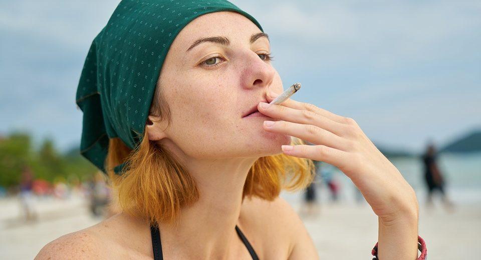 Boom fumo minorenni: sempre di più in balìa delle sigarette