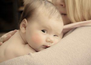Perdita capelli nei neonati: il processo si chiama effluvio telogeno