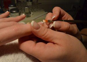 Salvata da estetista: aveva unghia nera e melanoma