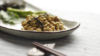 Natto: un piatto giapponese a base di fagioli fermentati
