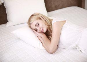 Alimentazione contro insonnia: cibi giusti per dormire bene