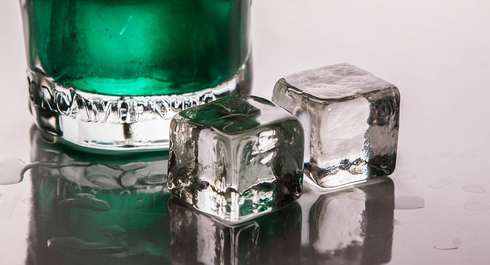 Contenitori ghiaccio: ecco per quale motivo vanno lavati