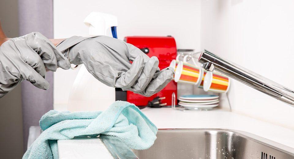 Pulizie casa: come scegliere il detergente giusto