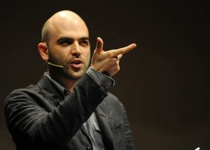 Saviano indagato per diffamazione: cosa è accaduto allo scrittore