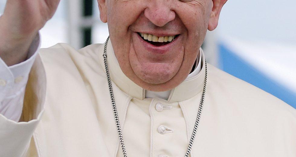 Chiesa, giovani: il Papa chiede scusa da parte degli adulti