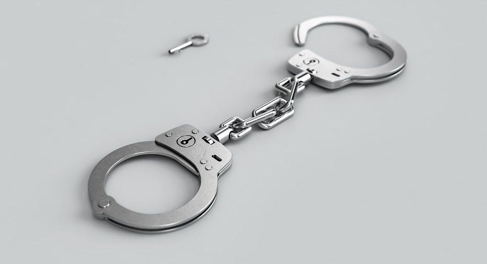 35enne accusata di atti sessuali con minore: fatto molto grave